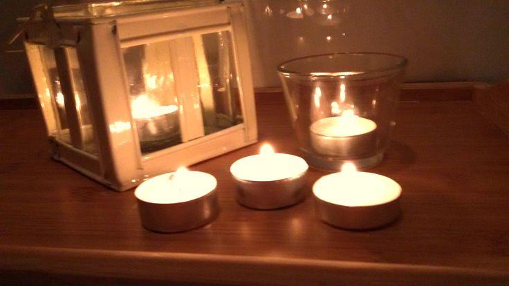 Dmuchanie na płomień świecy.