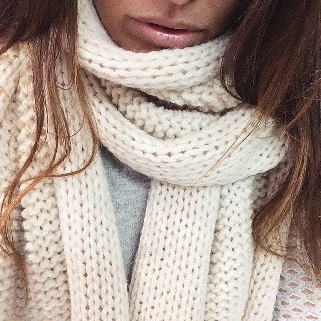 ❄️You need this CHUNKY SCARF in your life. ❄️It comes in light blue, grey and navy $119 available in store #marshmellowboutique #must #have #this #winter #chunky #knit #scarf #ontrend #love #ootd #fashion #must