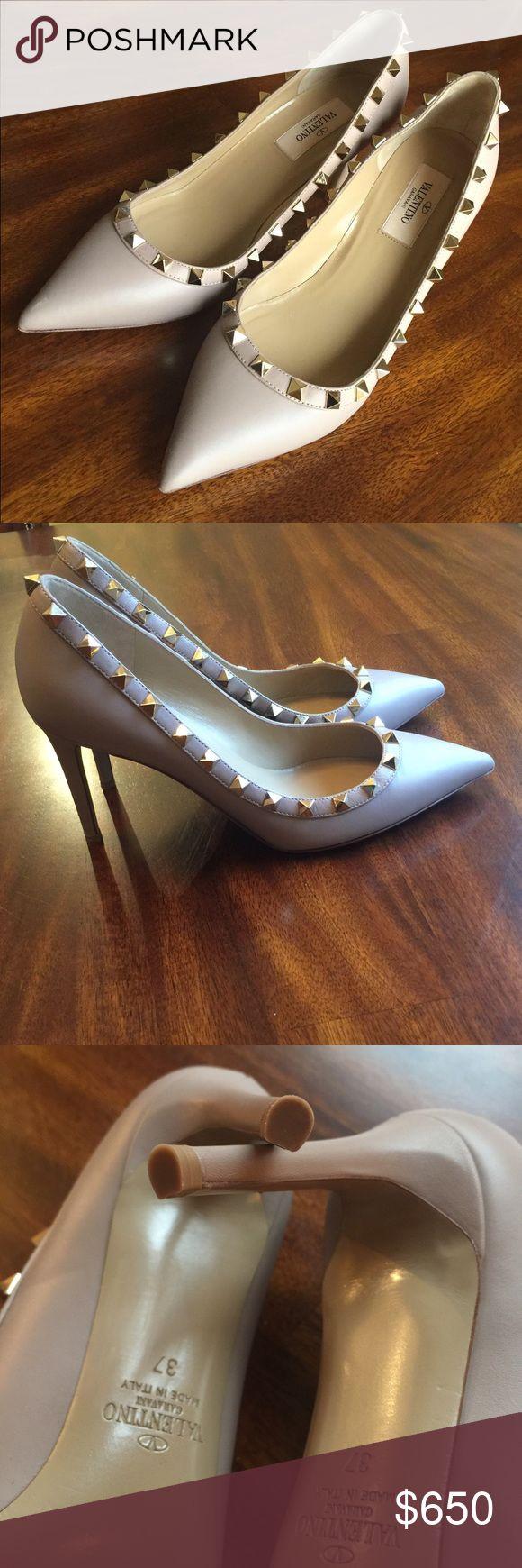 "Valentino Rockstud Pointed Pump Size 37 Gorgeous Valentino Pump 🚫trades ""PRICE FIRM"" Valentino Shoes Heels"
