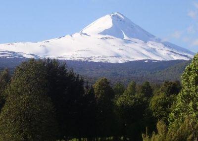 Volcan LLaima ubicado en la comuna de Melipeuco, en la IX Región de la Araucanía-Chile, resulta un territorio de gran riqueza natural y cultural habitado ancestralmente por el pueblo mapuche.