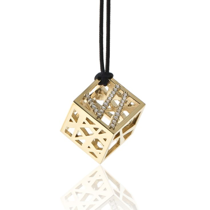 2016 Gold plated sterling silver charm with cubic zirgonia and a cord. Dimensions: 15 X 15 X 15 mm. Γούρι 2016 παντατίφ σε ασήμι 925 επιχρυσωμένο με λευκές πέτρες σε κορδόνι. Διαστάσεις : 15 X 15 X 15 mm