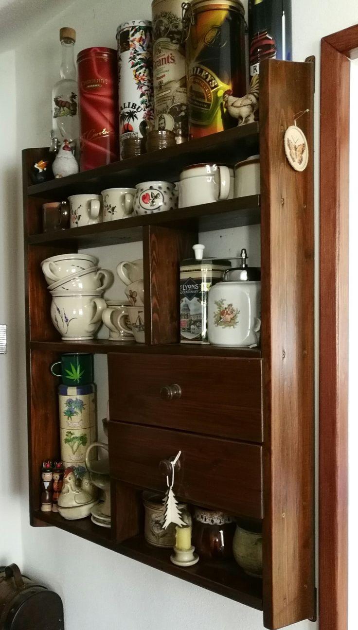 Kitchen shelf with drawers. Kuchyňská polička se šuplíky.