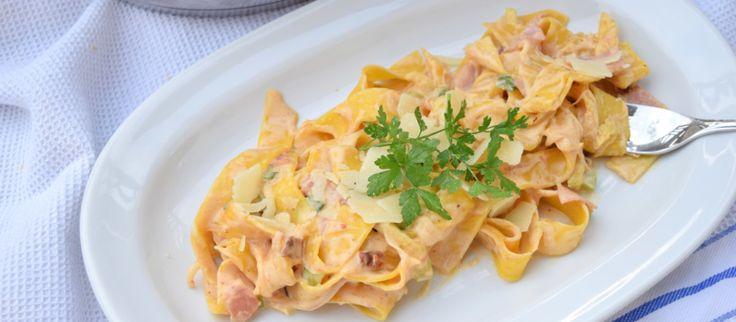 One Pot Pasta – Variation mit Zucchini, Schinken und getrockneten Tomaten