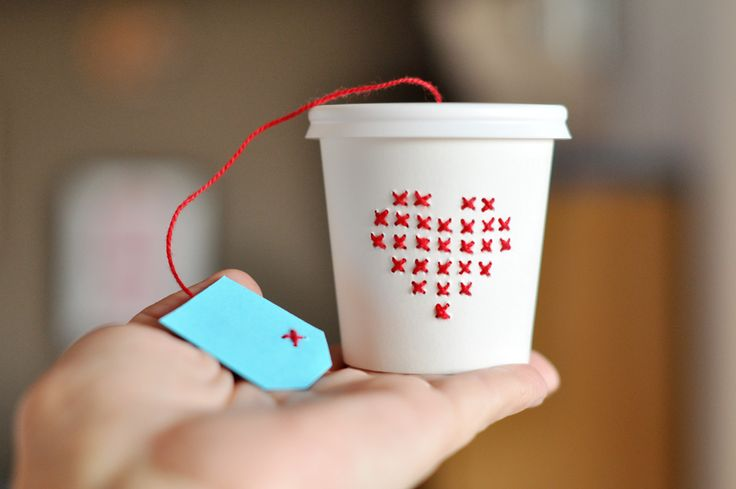 DIY: cross stitch paper cup: Stitches Paper, Paper Embroidery, Cross Stitch, Handmade Gifts, Estefi Ax, Crosses Stitches Heart, Small Gifts, Paper Cups, Gifts Boxes