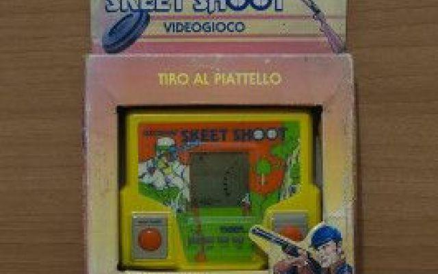 Skeet Shoot, tiro al piattello Skeet Shoot e' il gioco elettronico realizzato da Tiger nel 1987. Si tratta del divertente tiro al piattello. Si puo' giocare singolarmente o sfidare un avversario. Sei i livelli di gioco a difficolta #giocoelettronico