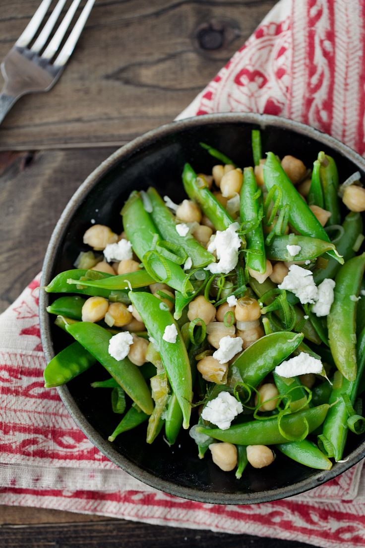 Lemon Dill Snap Peas and Chickpeas: A fresh summery side.Snap Peas, Side Dishes, Food Dinner, Lemon Dil Snap, Summery Side, Dill Snap, Lemon Dill, Her Nature, Goats Cheese