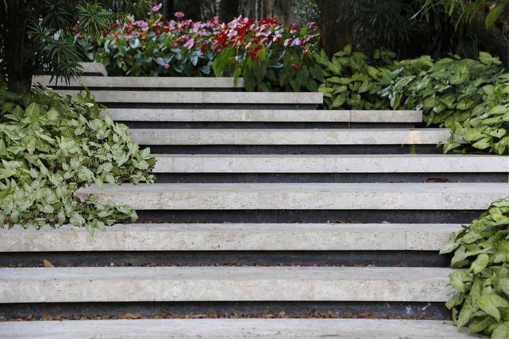 "Alex Hanazaki (@alexhanazaki) on Instagram: ""Outdoor stairs. #paisagismobyhanazaki #alexhanazaki #hanazaki #paisagismo #arquitetopaisagista…"""