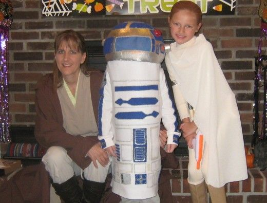 A picture of me with my younglings...the article describes how to make an R2D2 costume.