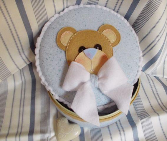 Una scatola porta oggetti da cameretta con un bellissimo orso e possibilità di scrivere il nome.Contattatemi se siete interessati via mail e.danieli@tiscalinet.it