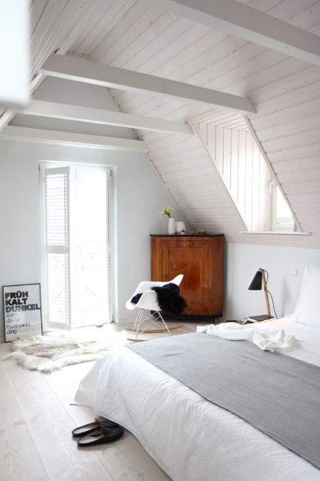 Bedroom Decoration In Scandinavian Style. All In White, Only The Wardrobe  In Brown. Like The Simplicity Of The Interior I Schlafzimmer Im  Dachgeschoss ...