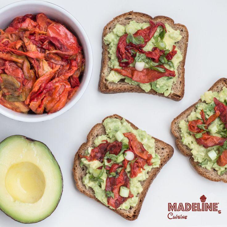 Bruschete cu avocado si ardei copti / Avocado & roasted red pepper bruschetta - Madeline's Cuisine