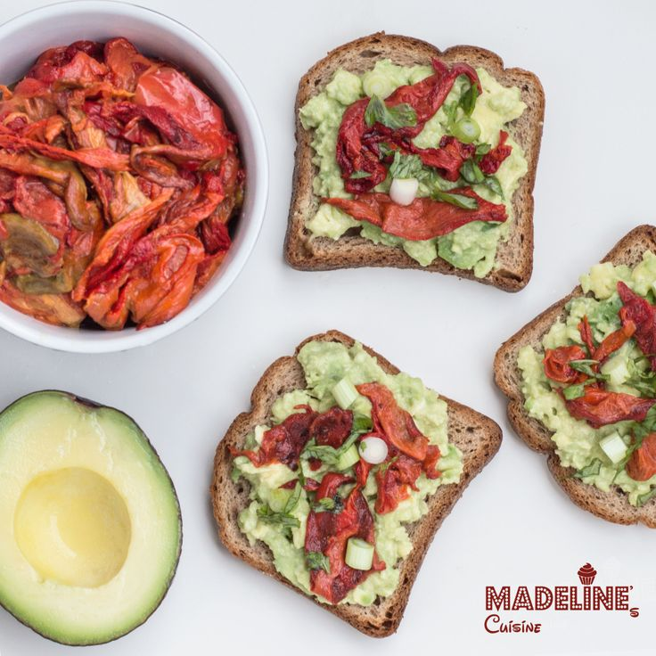 Bruschete cu avocado si ardei copti / Avocado & roasted red pepper bruschetta - Madeline's Cuisine