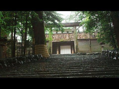 伊勢神宮 内宮 Ise Jingū - Naikū  皇大神宮(こうたいじんぐう)。天照大御神(あまてらすおおみかみ)   Ise Grand Shrine (Ise Jingū) is a Shinto shrine dedicated to goddess Amaterasu-ōmikami, located in the city of Ise in Mie prefecture, Japan.