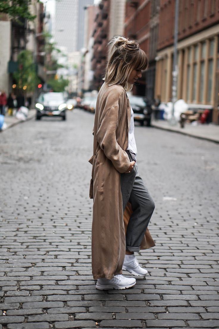 Trench Coat x Sneakers - Noholita
