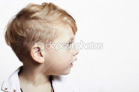 Modieuze knappe jongetje. stijlvolle kapsel. mode child.isolate — Stockbeeld #36093213