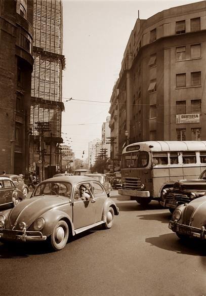 Descrição: Rua da Glória; edifício em obras; 1966  / São Paulo do Passado