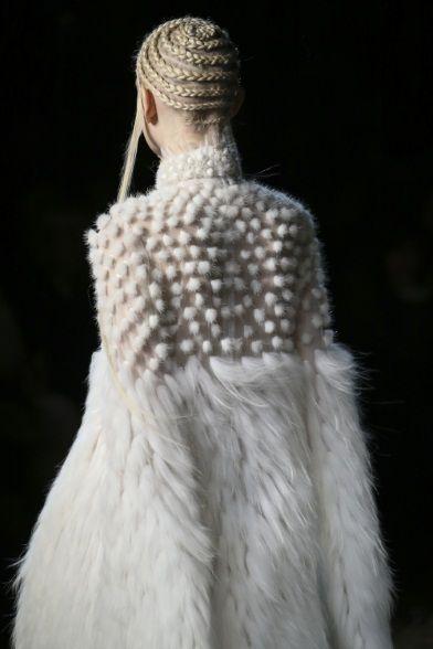 Alexander McQueen Fall 2014 Ready-to-Wear Fashion Show