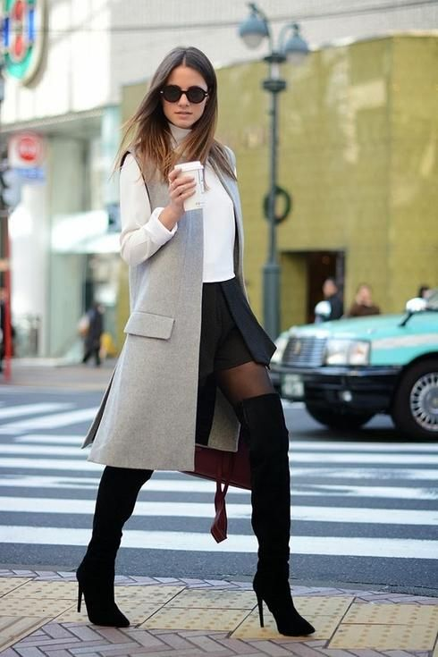 The sleeveless jacket is seen in several forms: traditional kind blazer, coat, trench coat or tuxedo, to name only those. The long version is certainly the most popular.