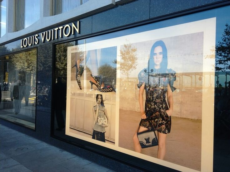 #geneva #geneve #switzerland #lv #louisvuitton #vm #windowdressing #merchandising