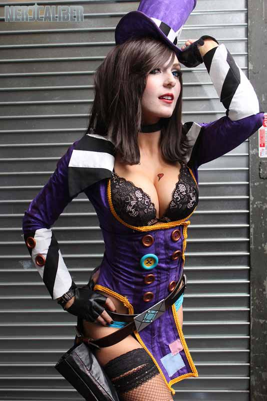 Awesome Mad Moxxi cosplay from Borderlands 2!
