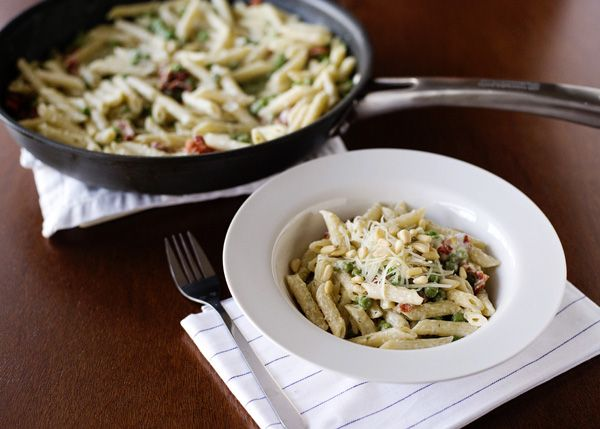 Pasta, peas, and sundried tomatoes sauced with Boursin cheese, garlic, and white wine.