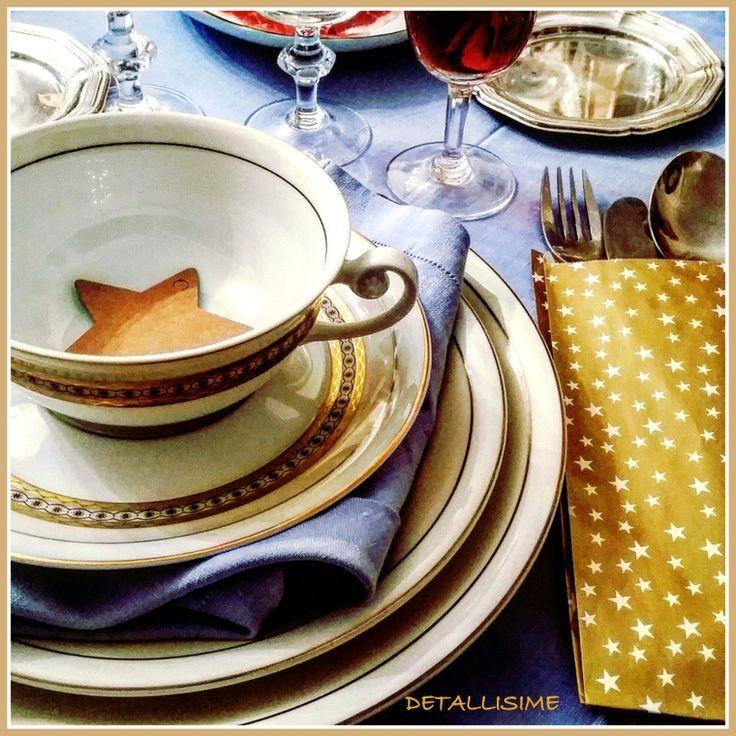 sobres dorados con estrellas para presentar los cubiertos en una mesa de Navidad pedidos y catálogo: detallisime@yahoo.es