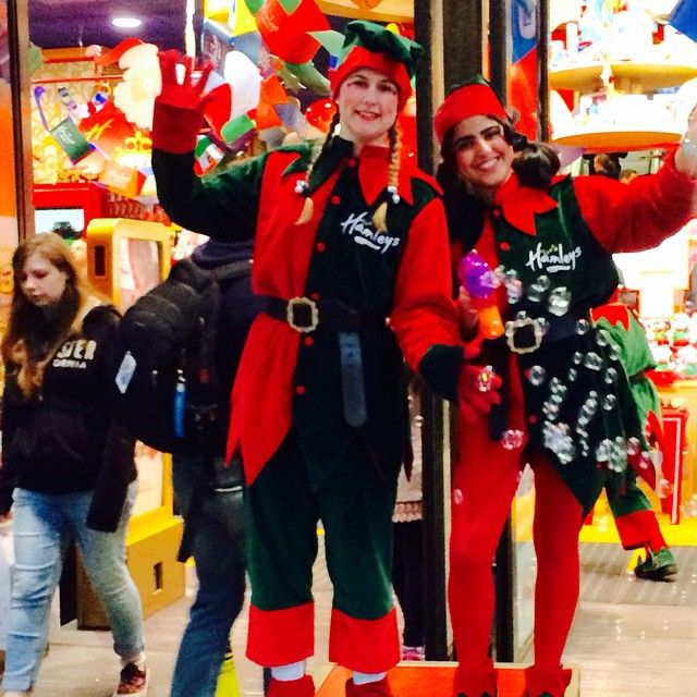 #Christmas has officially arrived in #RegentStreet now the elves have arrived @hamelystoys.