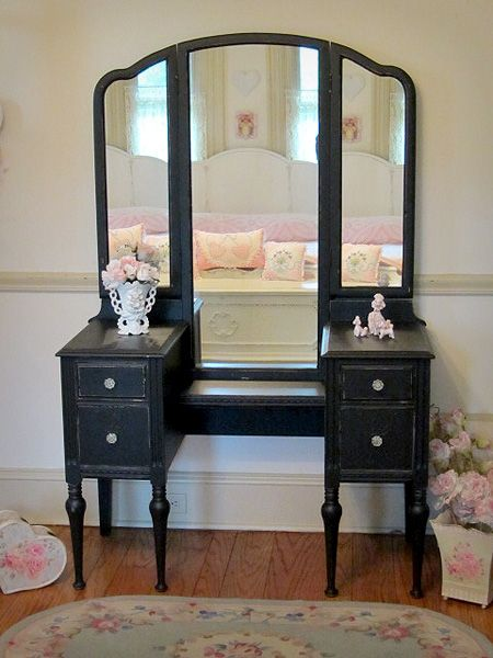 Antique Black Vanity With Tri Fold Mirror   Forever Pink