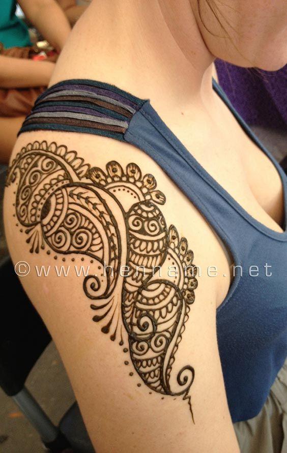 Stunning Shoulder Henna Tattoos. #Henna #Mehndi #WomenTriangle