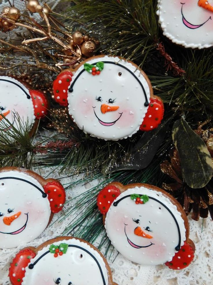 """Happy"" snowman face by Teri Pringle Wood"