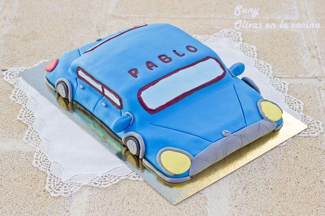 Esta tarta la preparé para el 7º cumpleaños de Pablo.  http://rositaysunyolivasenlacocina.blogspot.com.es/2012/11/tarta-fondant-para-pablo.html
