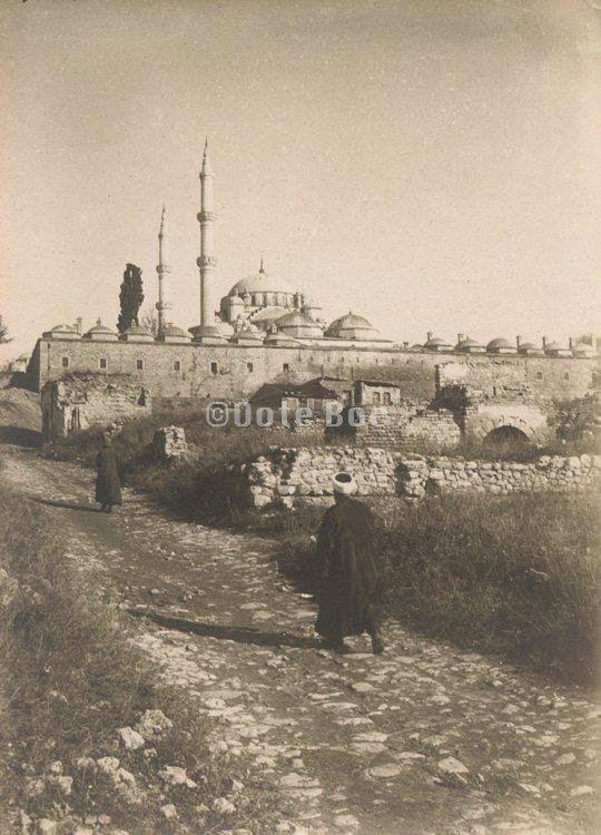Fatih Camiine çıkış, sanırım Akdeniz caddesinin ilk halidir....Fatihin eski sakinleri...