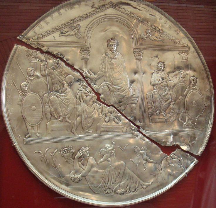 Es curioso que el Disco de Teodosio apareciera justo como quedó el Imperio a la muerte del emperador, partido en dos.