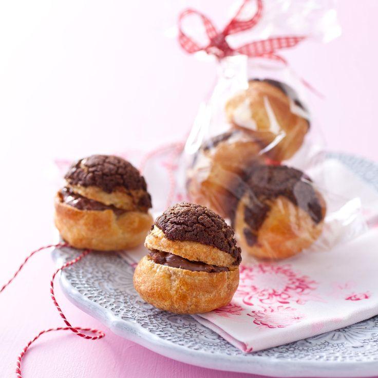 Découvrez la recette des petits choux choco praliné