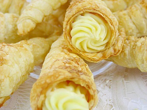 Rețetă Cornetti cu crema de vanilie de Gabrielacuisine - Petitchef