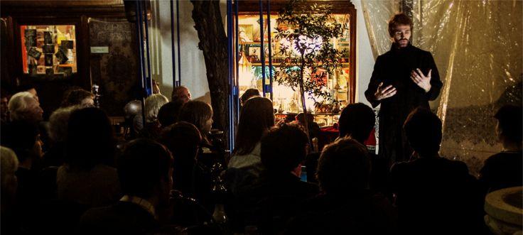 L'hôpital qui rend heureux : LES GRANDS VOISINS - 82, Avenue Denfert-Rochereau, 75014 Paris Soirée Contes à la Lingerie, le café-restaurant des Grands Voisins, par la Cour des Contes - tous les premiers mercredi du mois. Couscous à prix libre dans la limite de la grosse marmite :) Début des contes à 21h, entrée libre sans réservation dans la limite des places disponibles.