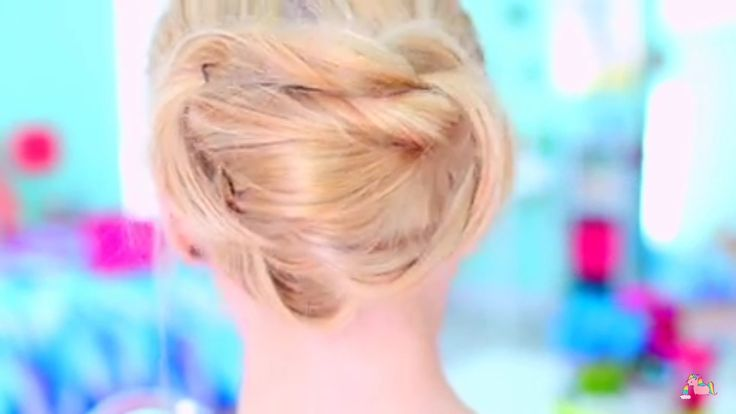 Do you want to know how to do this simple hairstyle? Check out Ella elbells video on Youtube.
