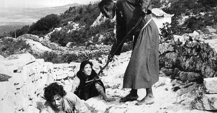 """Os atores Geraldo Del Rey, Yoná Magalhães e João Gama em cena do filme """"Deus e o Diabo na Terra do Sol"""", de Glauber Rocha"""