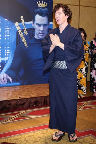 Benedict Cumberbatch attends the 'Star Trek: Into Darnkess' event at the Ritz Carlton Tokyo. This may be the most hilarious picture I've seen.. especially Khan with a photoshopped cutesy CROWN on his head. But that's Japan for you!