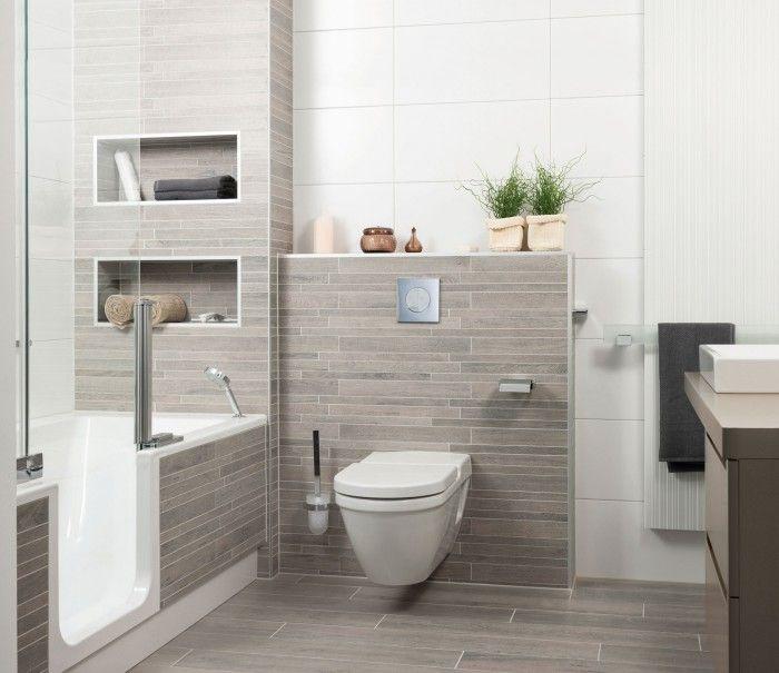 Kleines Bad mit TWINLINE 2 Duschbadewanne und Holzoptik Fliesen www.artweger.at