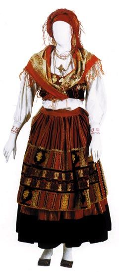 Castelo (Portuguese Lavradeira costume of Minho region)