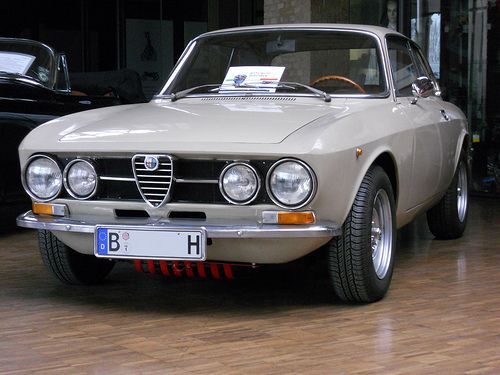 Alfa Romeo GT 1300 Junior - Bertone Coupé