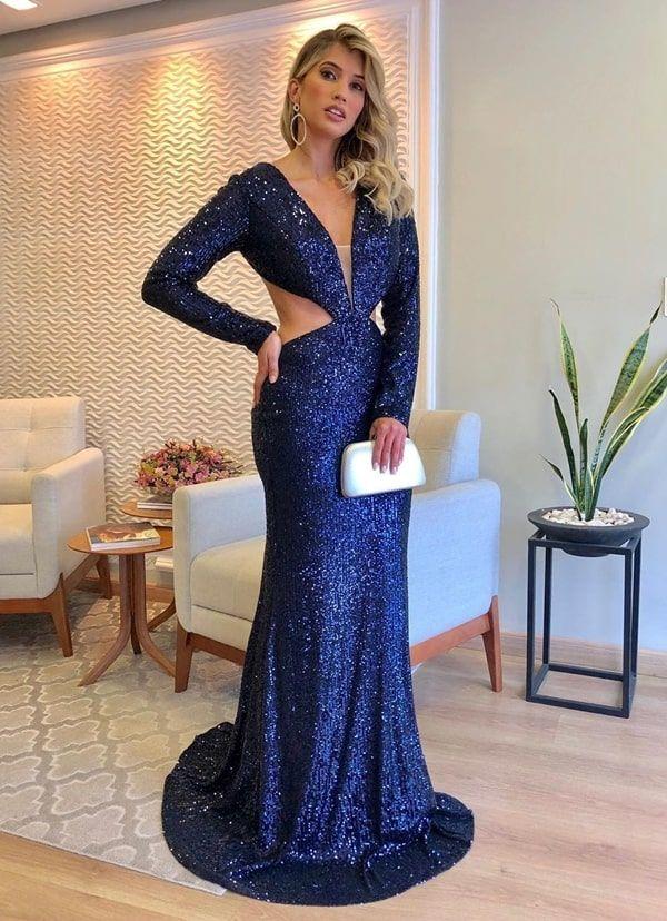 35 vestidos longos para convidadas de casamentos e formaturas  vestido longo de paetes azul marinho com manga longa e recorte na cintura | Vestidos