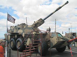 El G6 es un obús autopropulsado sudafricano, desarrollado en base al cañón-obús G5 y su munición. Se le considera una de las más poderosas piezas de artillería autopropulsada montada sobre un chasis con ruedas.Denel G6-45 Ysterplatt Airshow 2006.jpg