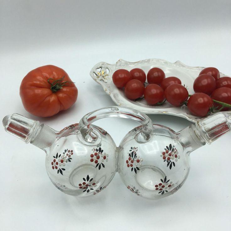 Huilier vinaigrier en verre peint vintage set huile vinaigre style carafe pour saladier avec salière et poivrière service de table verrerie de la boutique LesInsolitesdeNini sur Etsy