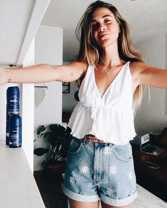 88d1a3b42 White top with cute daisy print denim shorts. | Cute stuff in 2019 ...