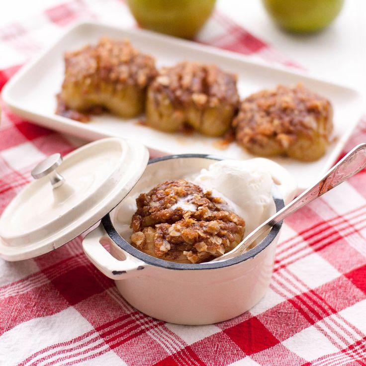 En desserttwist på en svensk klassiker - hasselbacksäpplen!