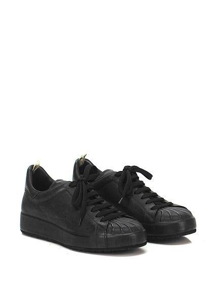 Officine Creative - Sneakers - Uomo - Sneaker in pelle effetto delavè con puntale lavorto e suola in gomma. Tacco 40, platform 30 con battuta 10. - NERO