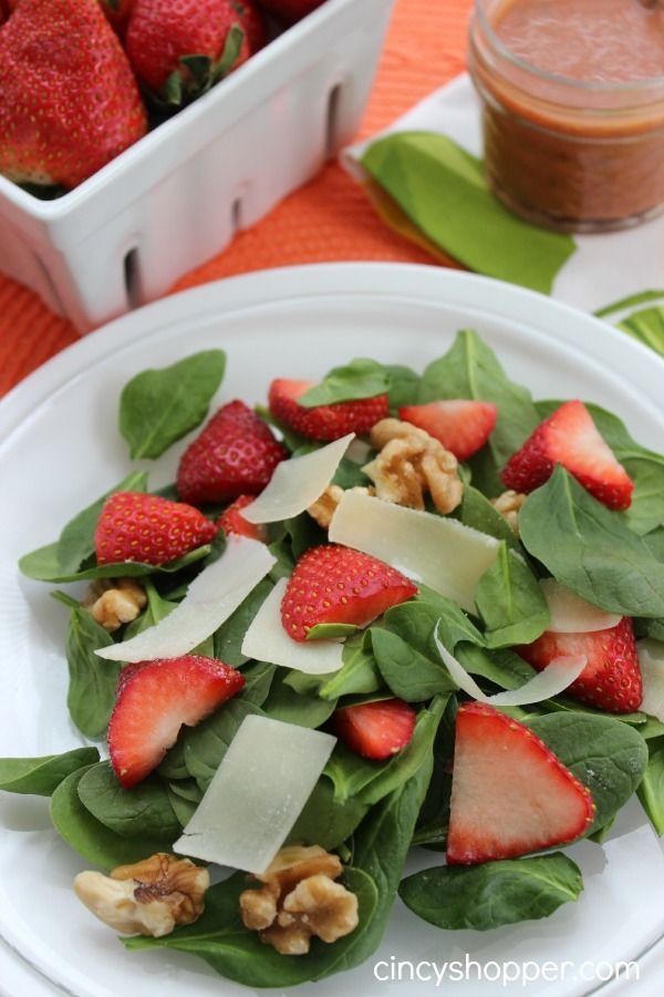 Strawberry Walnut Salad Strawberry Vinaigrette Dressing. Perfect meal or starter for spring and summer.