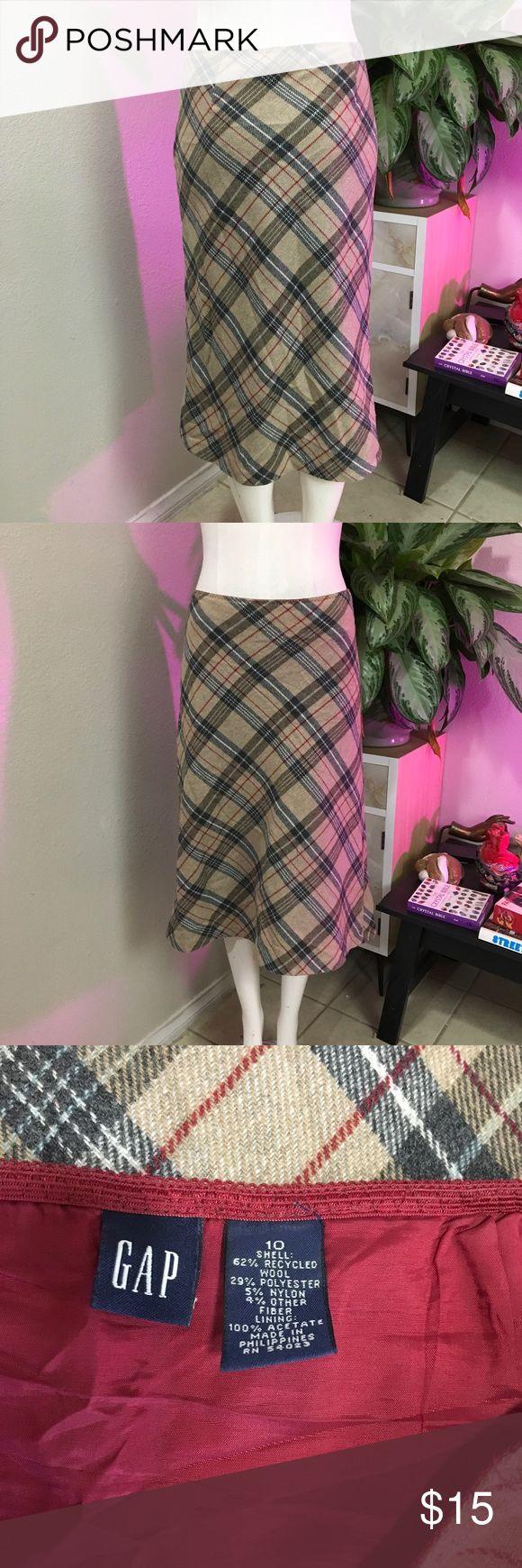 GAP PLAID CUTE WOOL SKIRT SZ L or 10 Cute wool skirt by GAP GAP Skirts